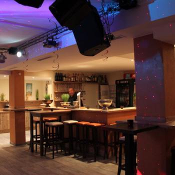 twins EVENT CLUB Bar & Buffet