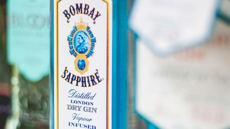 Genieße leckere Cocktails